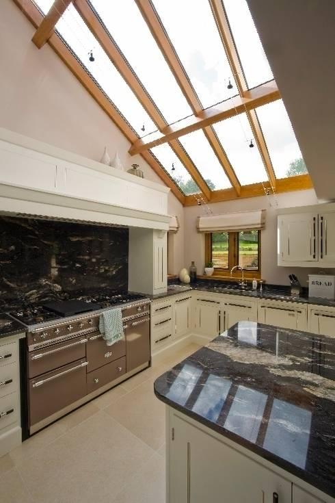 Kitchen Interior:  Kitchen by Wildblood Macdonald