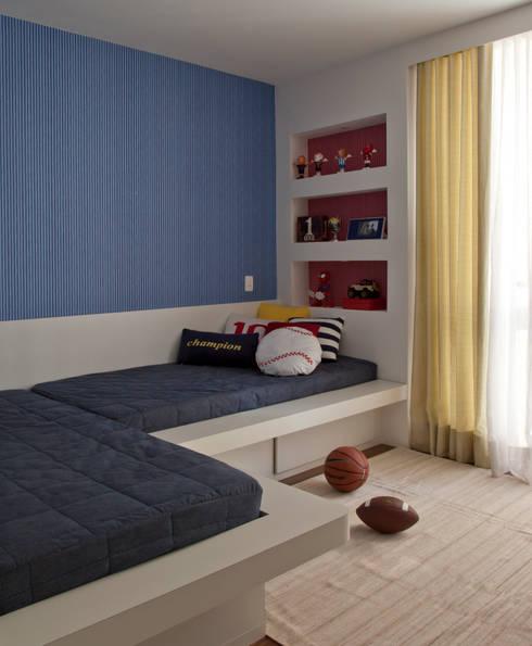 Apartamento - Bairro de Higienópolis: Quarto de crianças  por CARMELLO ARQUITETURA