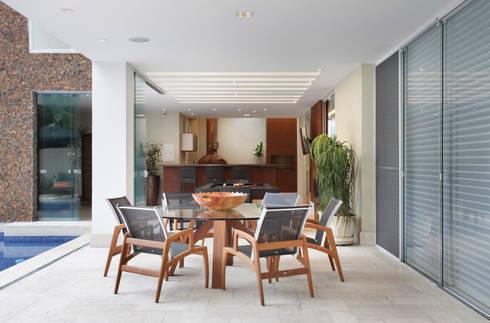 Varanda Gourmet : Terraços  por Arquitetura e Interior