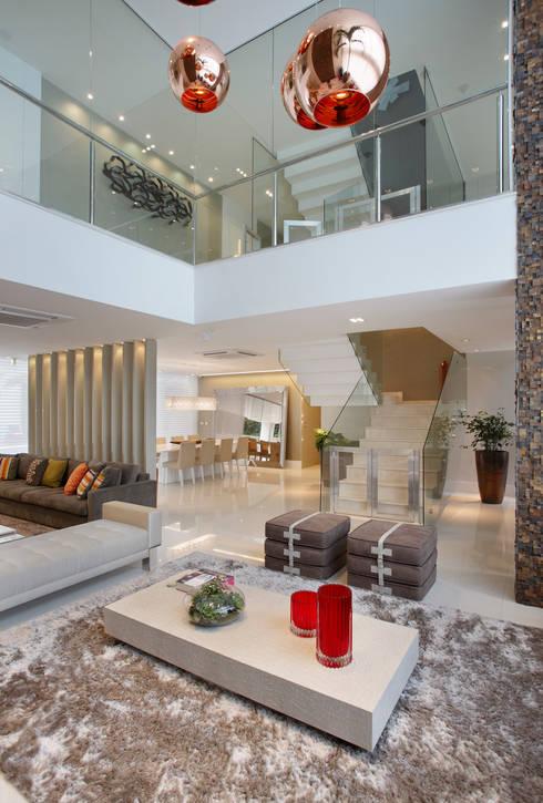 Projekty,  Salon zaprojektowane przez Arquitetura e Interior