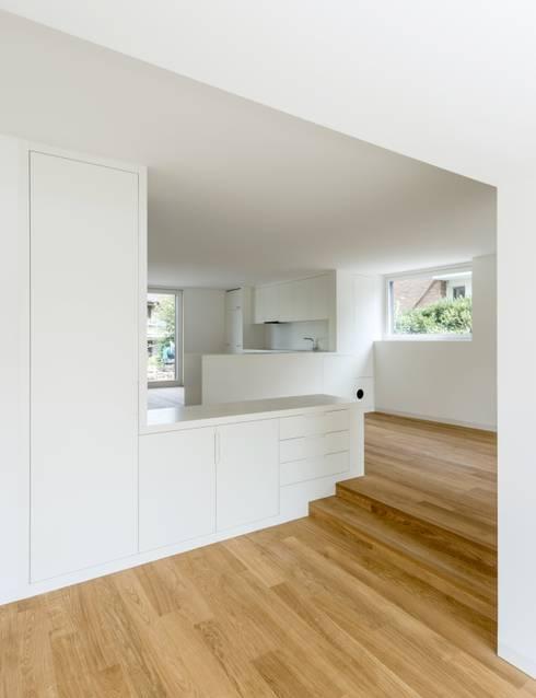 Wohnhaus in Kilchberg: klassische Küche von Frei + Saarinen Architekten
