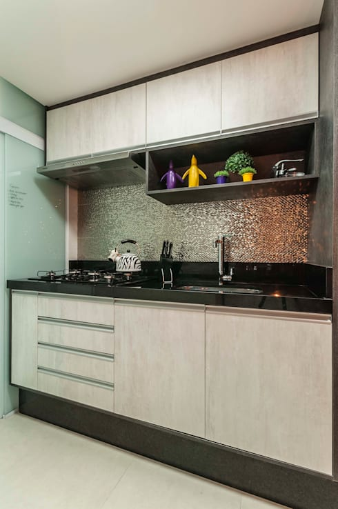 Condomínio Portal de Barcelos : Cozinhas industriais por Lo. interiores