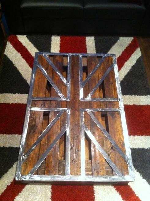 """Table palette """"Union Jack"""": Salon de style de style Industriel par FER et REFER"""