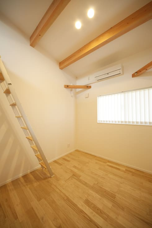 2階寝室-1: 有限会社クリエデザイン/CRÉER DESIGN Ltd.が手掛けた子供部屋です。