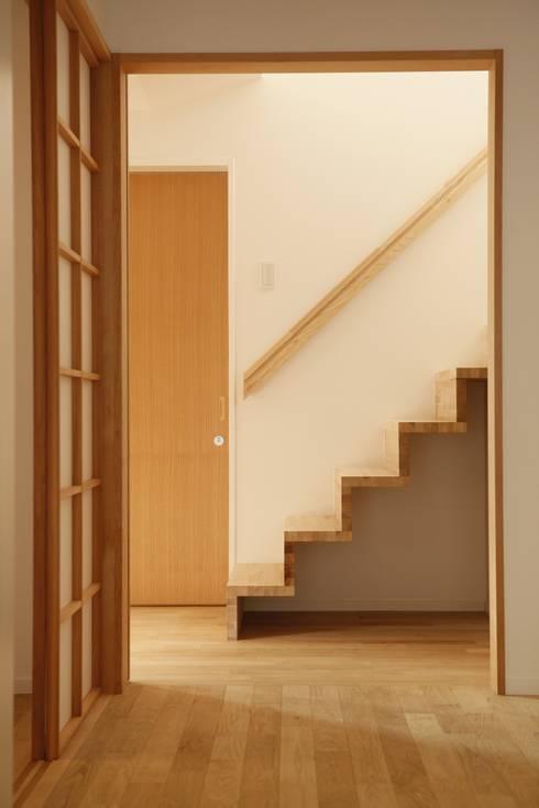 階段: 有限会社クリエデザイン/CRÉER DESIGN Ltd.が手掛けた玄関・廊下・階段です。
