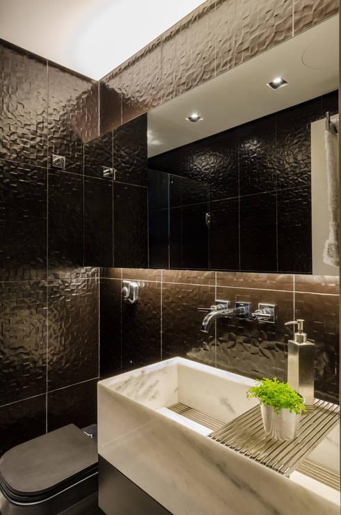 APARTAMENTO GW: Banheiros  por AMBIDESTRO