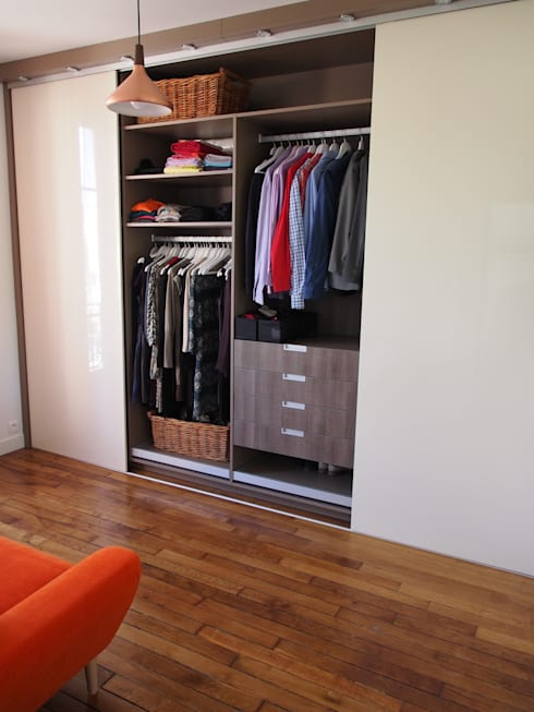 Walk in closet de estilo  por agence MGA architecte DPLG