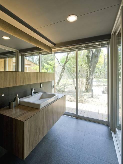 洗面所: IBC DESIGNが手掛けた浴室です。