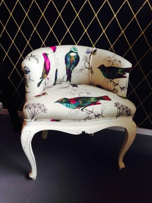 Fotel Ptaszek Na Ludwiku: styl , w kategorii Salon zaprojektowany przez Juicy Colors