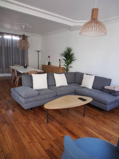 agence MGA architecte DPLG: minimal tarz tarz Oturma Odası