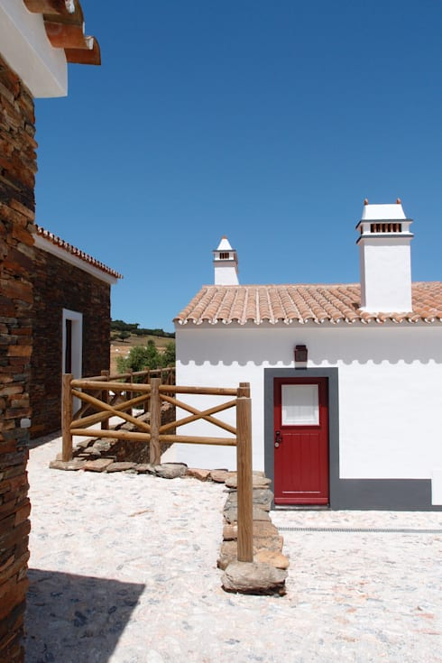 Alentejo - Portugal: Casas campestres por José Baganha & Arquitectos Associados