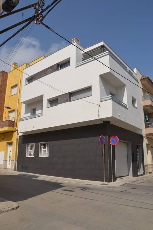 Casas de estilo  por Mireia Cid