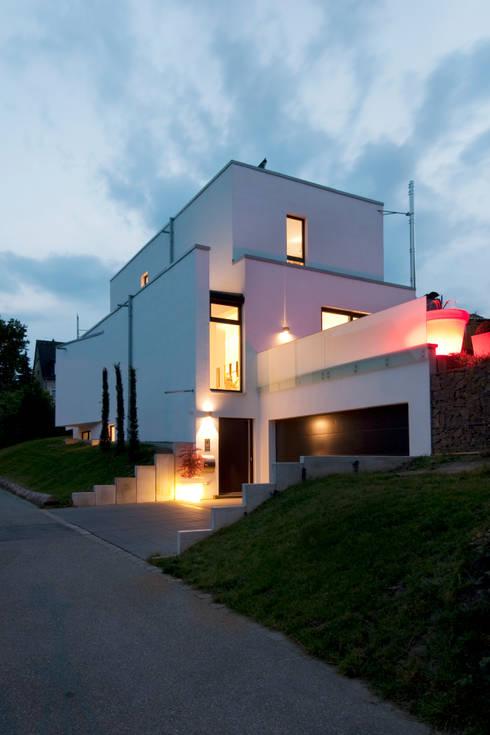 Modernes Einfamilienhaus in Essen:  Häuser von Stockhausen Fotodesign