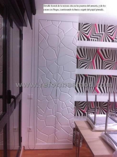 Un salón con lucernario muy personal.: Salones de estilo moderno de METODO ORIGINAL DECOR (Reformas MOD)