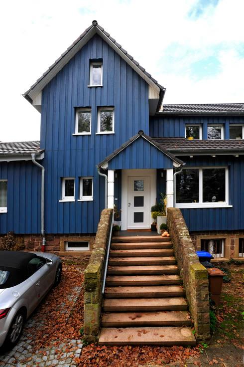 Neubau EFH: landhausstil Häuser von architektur + energie