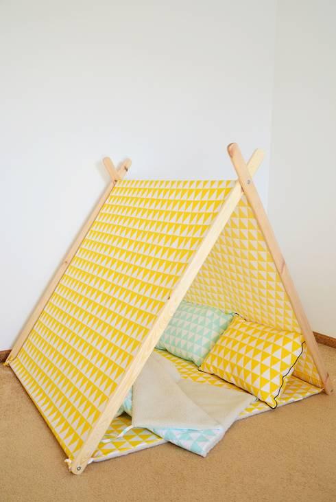 Domek namiot tipi żółte trójkąty : styl , w kategorii Pokój dziecięcy zaprojektowany przez Lucky Kids