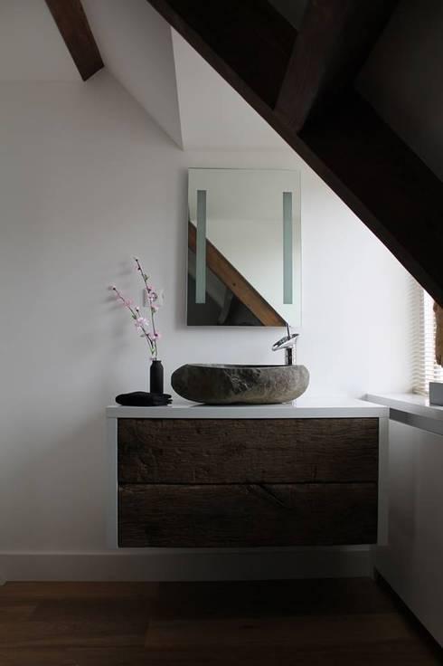 Baños de estilo  por Teakea