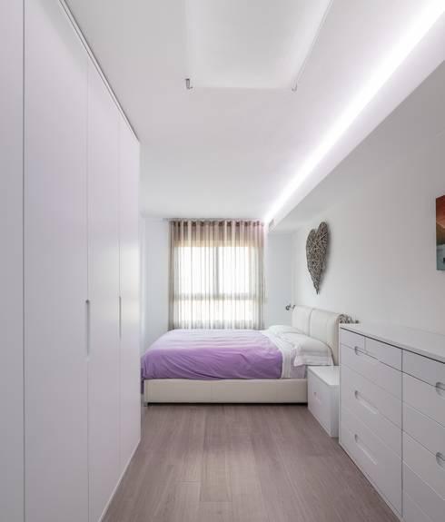 Dormitorios de estilo  por LLIBERÓS SALVADOR Arquitectos
