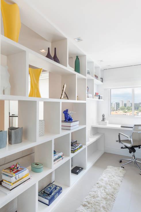 Arbeitszimmer von MARCY RICCIARDI ARQUITETURA & INTERIORES
