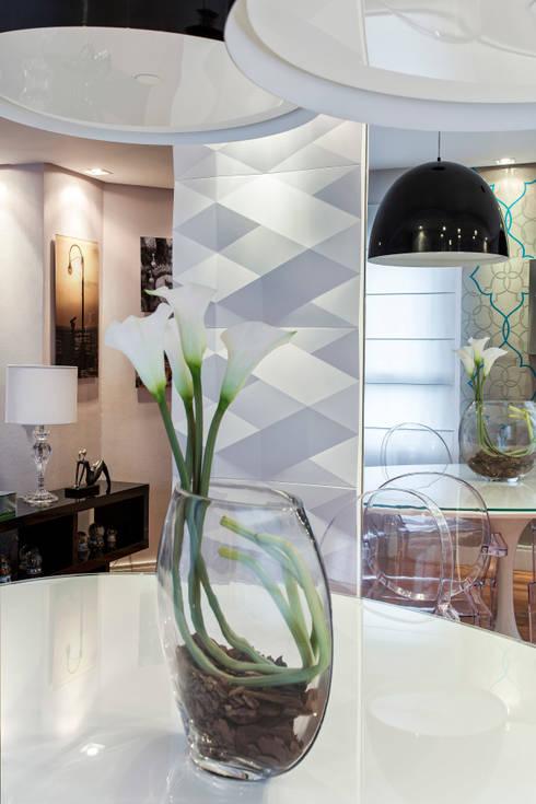 Paredes y pisos de estilo  por Amanda Pinheiro Design de interiores