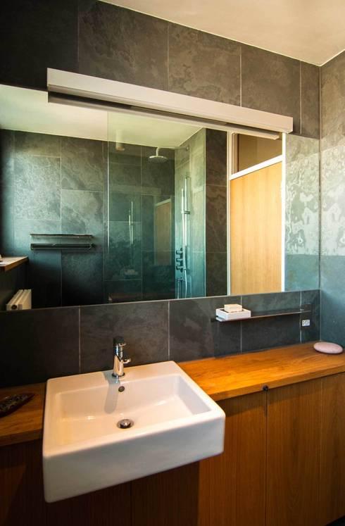 Trevelyan House:   by Bradley Van Der Straeten Architects