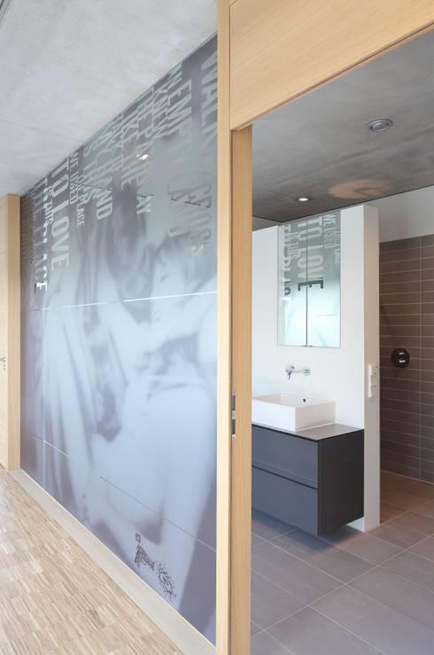 Projekty,  Łazienka zaprojektowane przez Schenker Salvi Weber