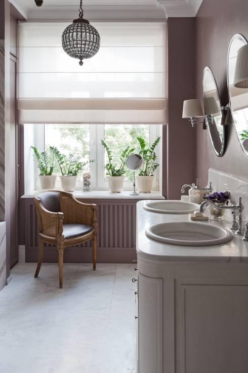 Квартира в сиреневых тонах: Ванные комнаты в . Автор – ANIMA