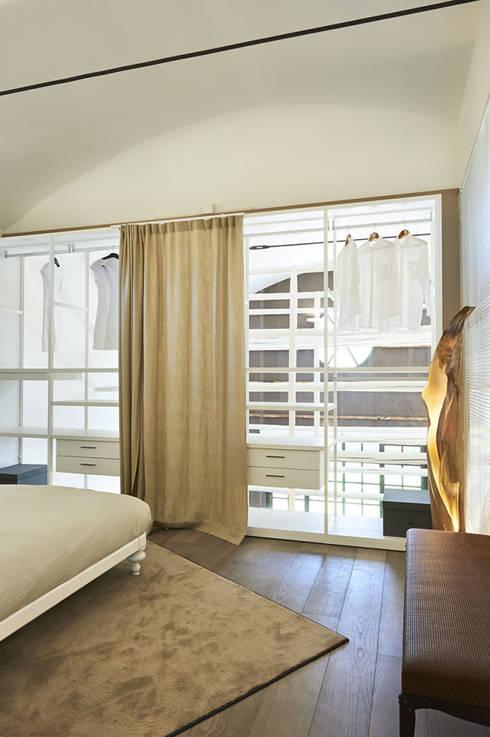 Il Loft_09: Camera da letto in stile in stile Eclettico di Studio ARTIFEX