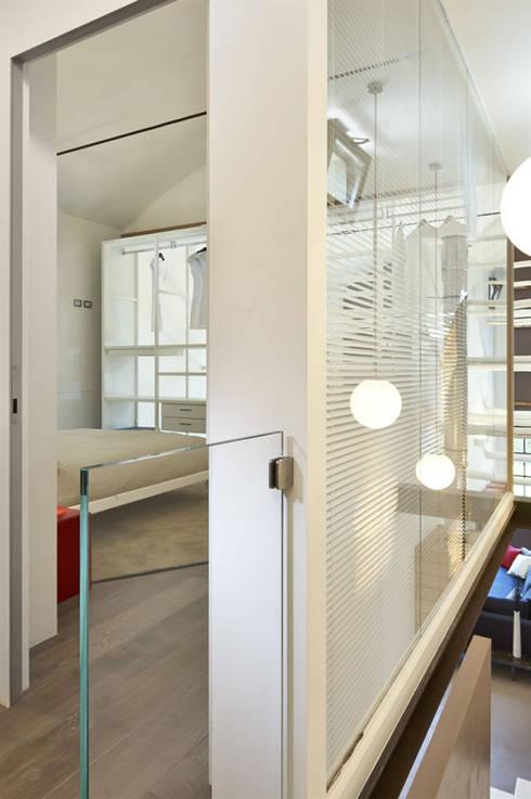 Il Loft_09: Ingresso & Corridoio in stile  di Studio ARTIFEX