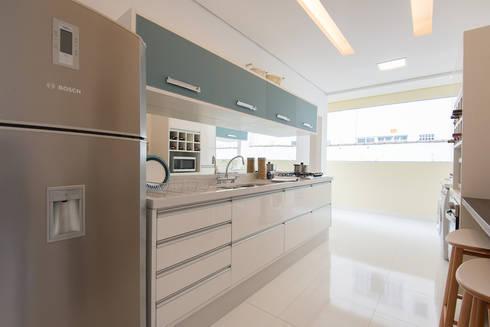 Supremo Boqueirão - Âncora Construtora: Cozinhas modernas por Renata Cáfaro Arquitetura