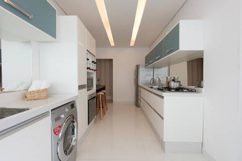 Supremo Boqueirão – Âncora Construtora: Cozinhas modernas por Renata Cáfaro Arquitetura