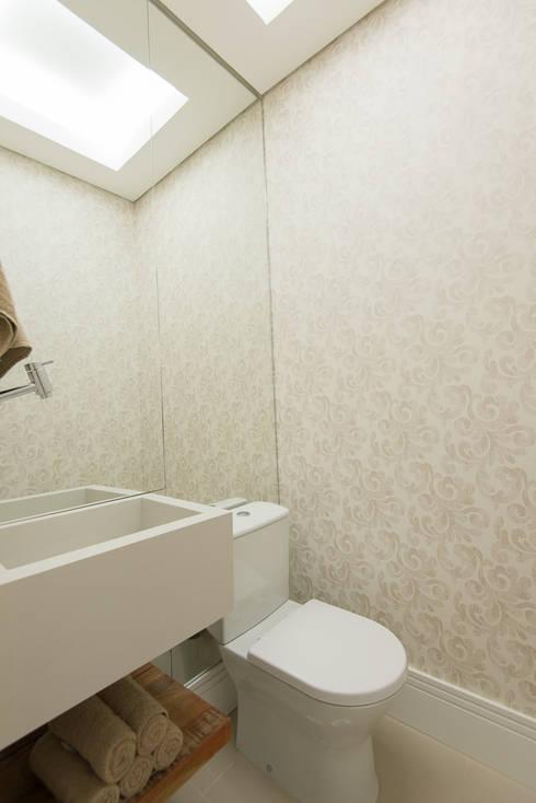 Supremo Boqueirão – Âncora Construtora: Banheiros modernos por Renata Cáfaro Arquitetura