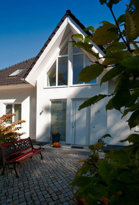 Projekty, klasyczne Domy zaprojektowane przez Haacke Haus GmbH Co. KG