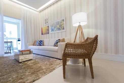 Supremo Boqueirão – Âncora Construtora: Salas de estar modernas por Renata Cáfaro Arquitetura