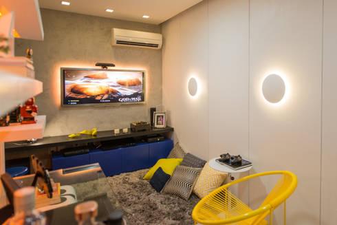 Ed. Grand Monde Lune: Salas multimídia modernas por Bloom Arquitetura e Design