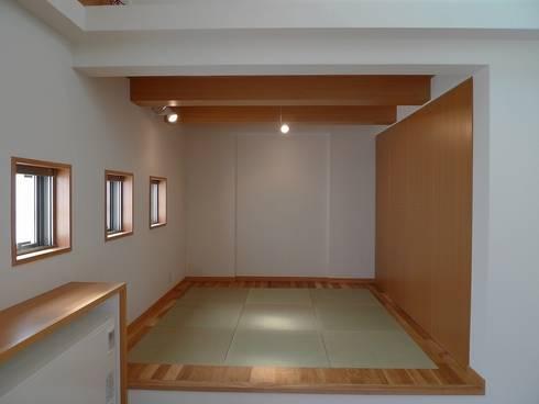 ダイニングの畳: 桑原建築設計室が手掛けたダイニングです。