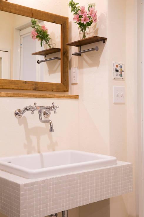 築34年マンションの劇的リノベーション!: 株式会社スタイル工房が手掛けた浴室です。