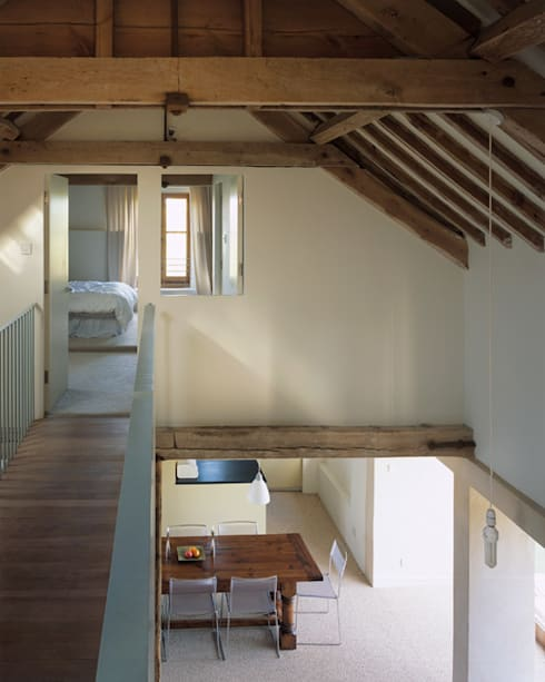 Quaker Barns:  Corridor & hallway by Hudson Architects