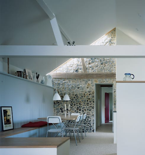 Quaker Barns:  Dining room by Hudson Architects