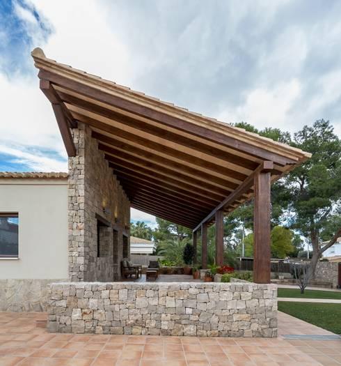 Projekty, rustykalne Domy zaprojektowane przez LLIBERÓS SALVADOR Arquitectos
