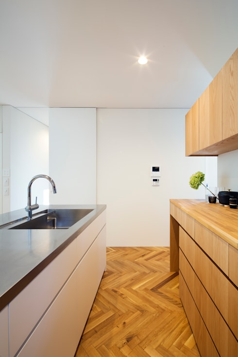 夙川の家: 白坂 悟デザイン事務所が手掛けたキッチンです。