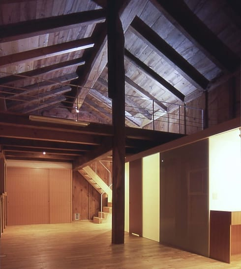 蔵スペース: 家山真建築研究室 Makoto Ieyama Architect Officeが手掛けたリビングです。