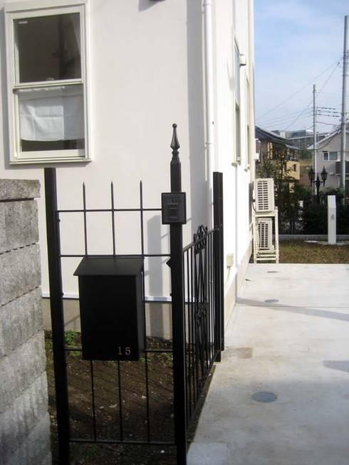 ゲート&ポスト(オリジナルアイアンワーク): (株)ハウスオブポタリーが手掛けた家です。