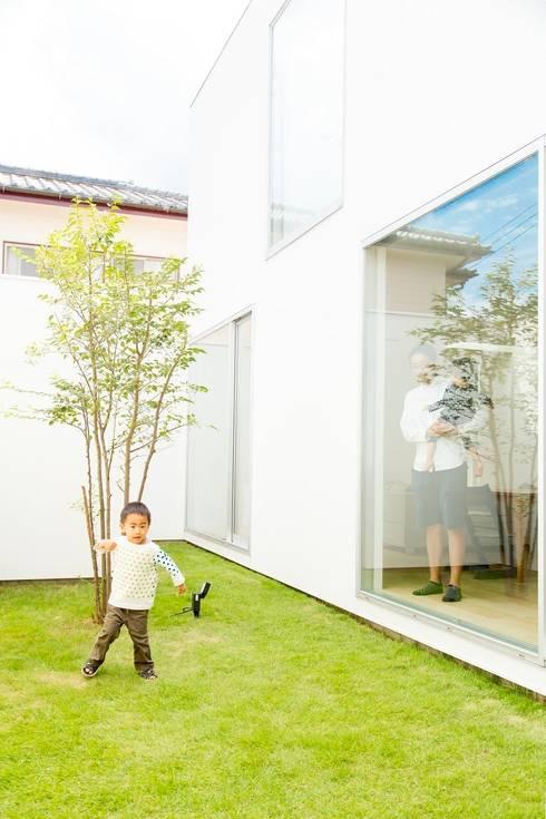 3×10 Court house Courtyard: e do design 一級建築士事務所が手掛けた庭です。