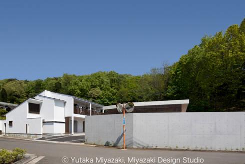 渡り廊下と屋根上デッキの家・外観2: 宮崎豊・MDS建築研究所が手掛けた家です。