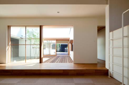 子供室よりダイニング方向を見る: 松原建築計画 / Matsubara Architect Design Officeが手掛けた子供部屋です。