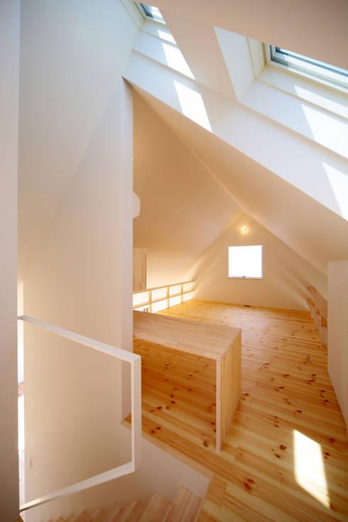 屋根裏部屋のような2階: 星設計室が手掛けた子供部屋です。