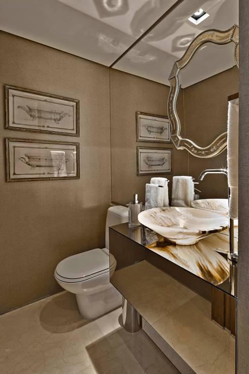 Ванные комнаты в . Автор – Gláucia Britto