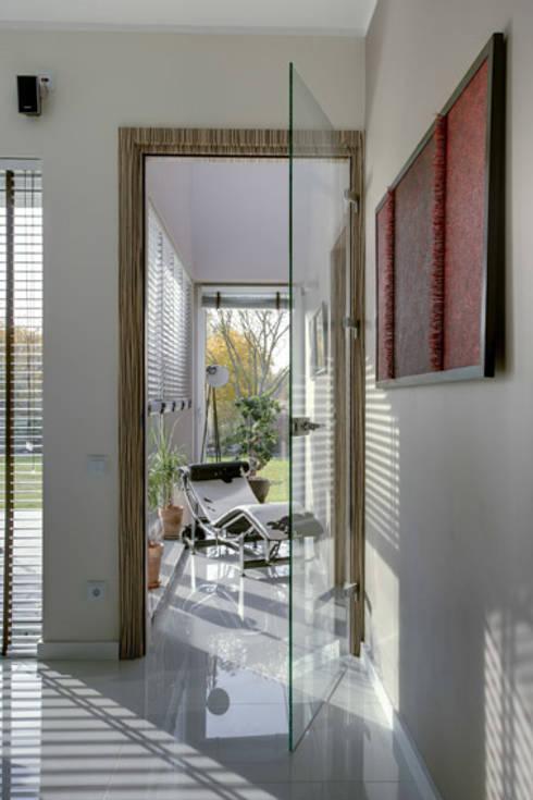 Aneks salonu przy gabinecie: styl , w kategorii Salon zaprojektowany przez Anna Kukawska - Architekt