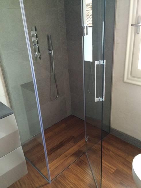 Piatti Box doccia SILVERPLAT: Bagno in stile in stile Moderno di SILVERPLAT